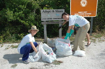 SCF Earth Club beach cleanup
